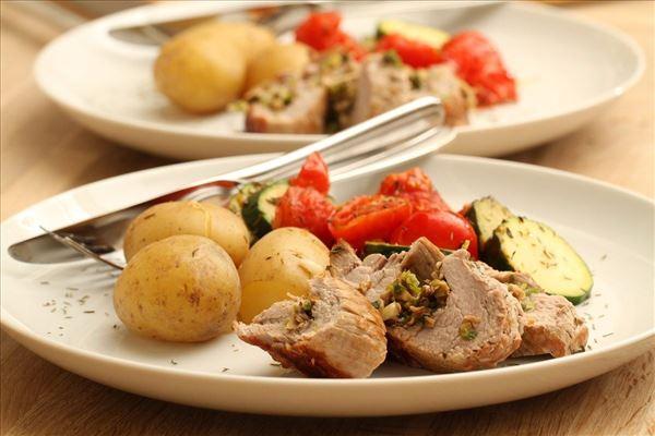 Svinemørbrad med squash i tomatsauce