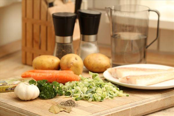 Ovnbagt torsk med kartofler og grønt
