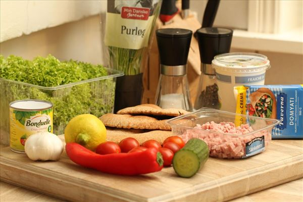 Pitabrød med skinke og feta