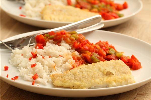 Torsk med ris og sur-sød tomatsauce