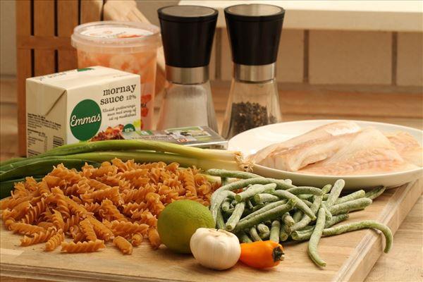 Torsk med pasta og tigerrejer i ostesauce
