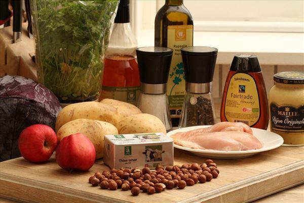 Bagt kartoffel med kylling og rødkålssalat