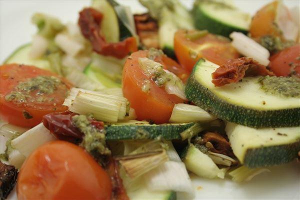 Ovnbagte grønsager med pesto