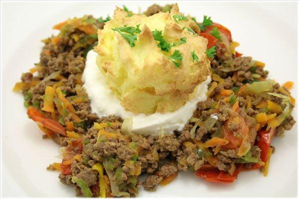 Bagt kartoffelmos med oksekød