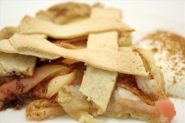 Æbletærte med kanel og cremefraiche