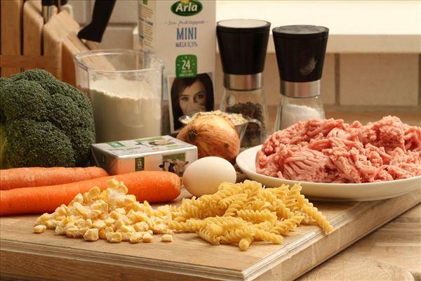 Frikadeller med pastasalat