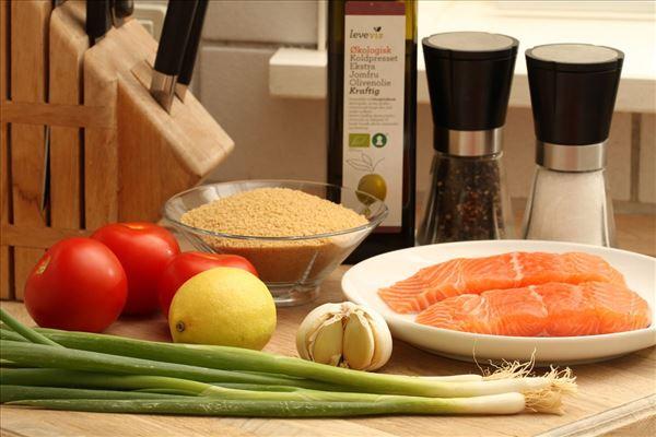 Laks med couscous salat
