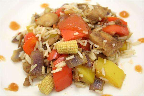 Kinesisk kylling med ris og chutney