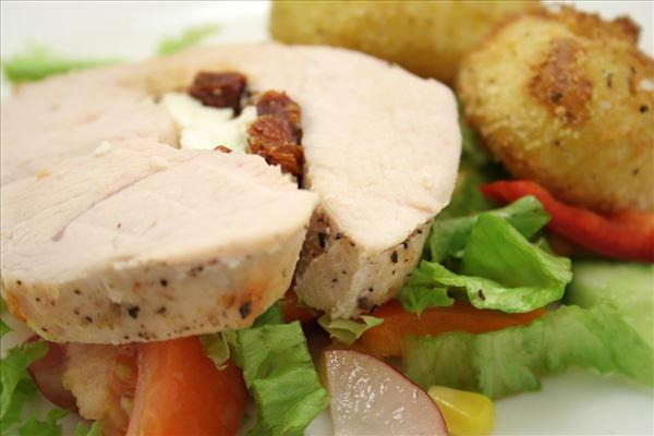 Ovnbagt kalkun med hasselbackkartofler og salat