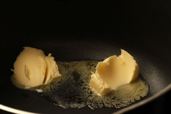 Frisk pasta med laks i dildsauce