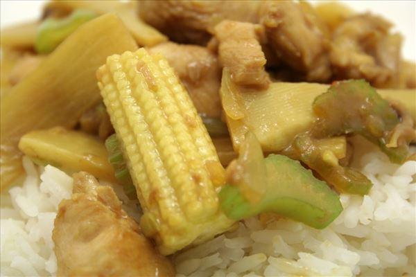 Chop suey med kylling og ris
