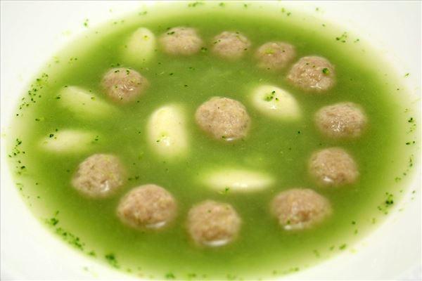 Ingefær broccolisuppe med kød og melboller