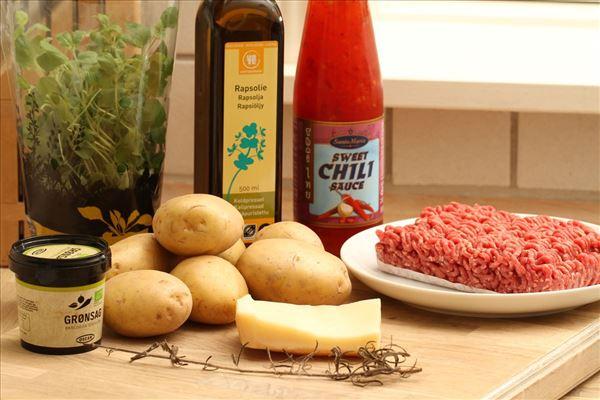 Krydrede hakkebøffer med bouillonkartofler