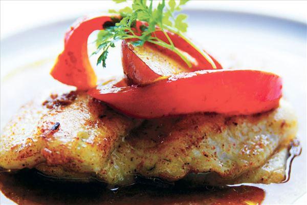 Ovnstegte rødspætter med karrysauce og chutney