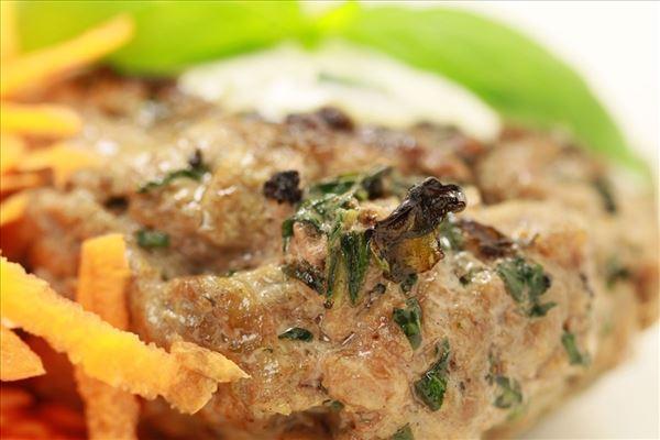 Grillet basilikumsbøf med nye kartofler