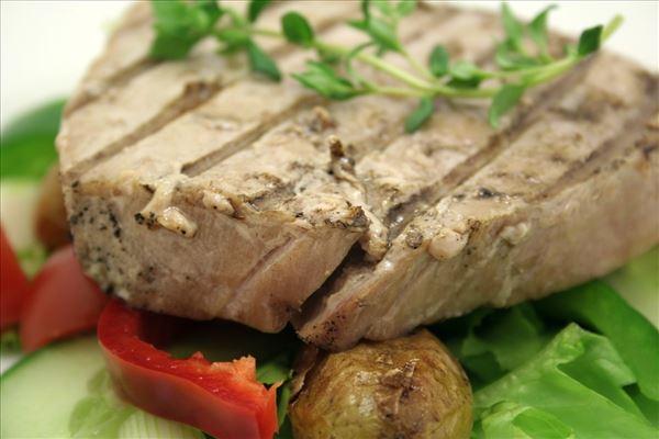 Grillet tunbøf med smørstegte kartofler