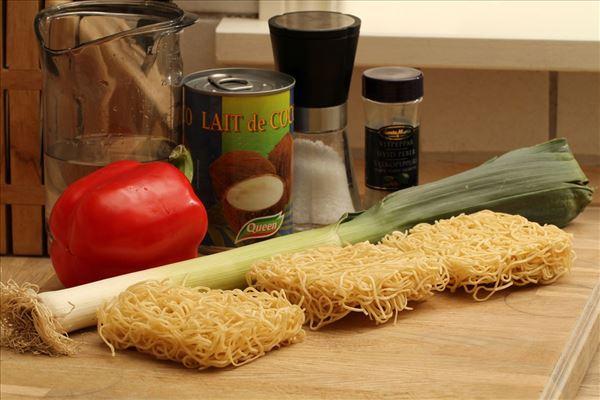 Kokossuppe med porre og nudler