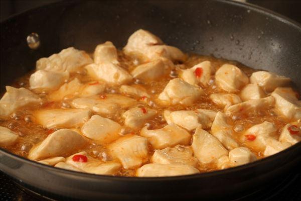 Pasta med kylling og chilisauce