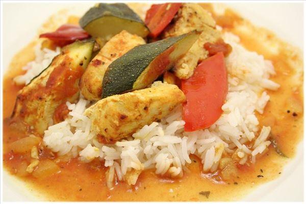 Kylling og grøntsager bagt i ovnen