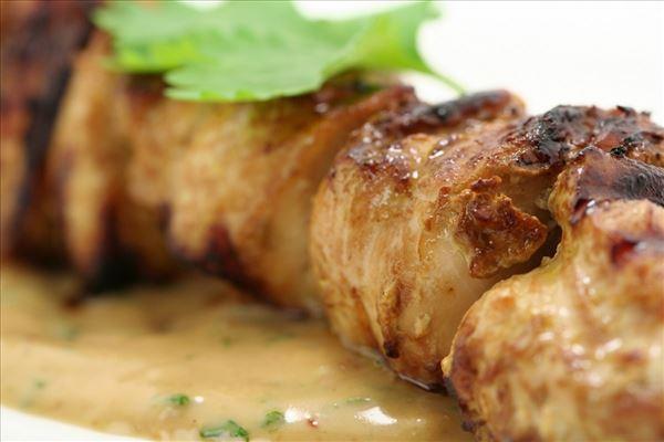 Grillede Thai kyllinge satay m/ spicy peanut sauce