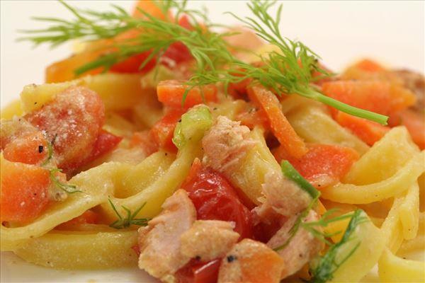 Frisk pasta med laks og dild