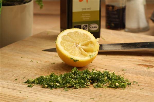 Laks med citron, hvidløg og frisk pasta