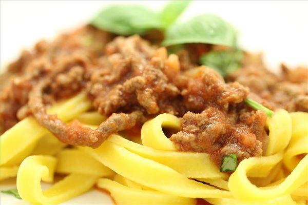 Nem kødsovs med frisk pasta