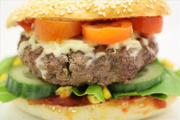 Hjemmelavet burger a la Mexico