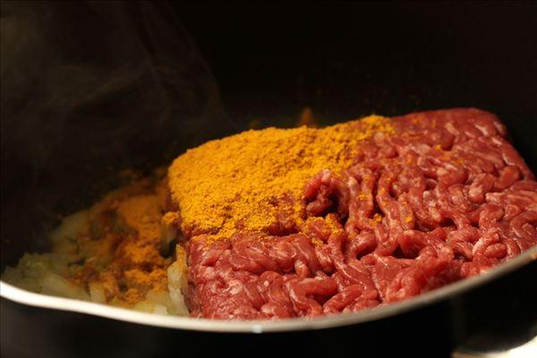 Karrykål med hakket kød