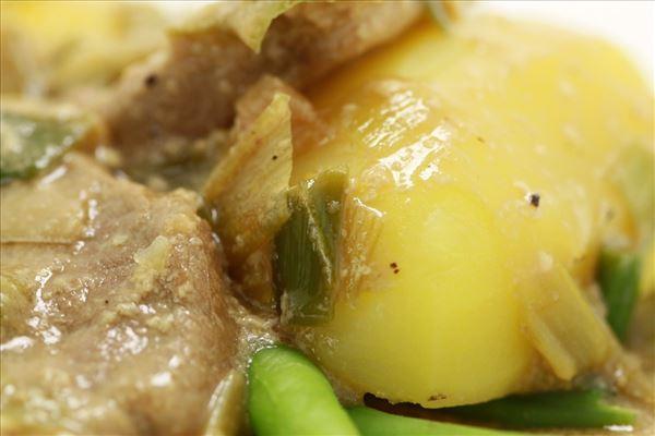 Mørbrad i vildsauce med kartofler og bønner
