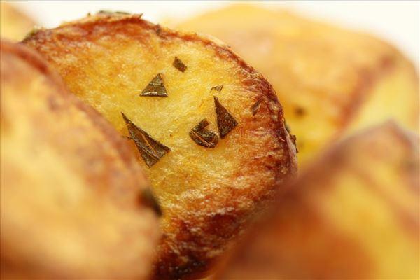 Halve kartofler i ovnen