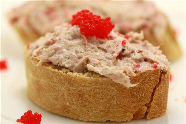 Tunmousse med kaviar