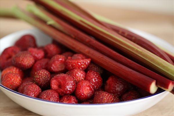Hjemmelavet jordbær-rabarber marmelade