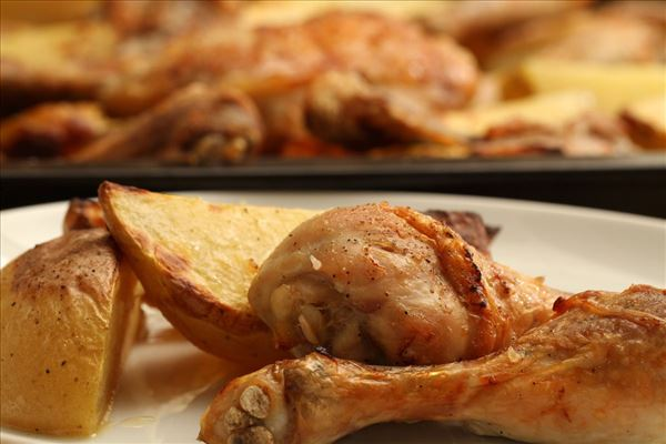 Græsk citronkylling med kartoffelbåde