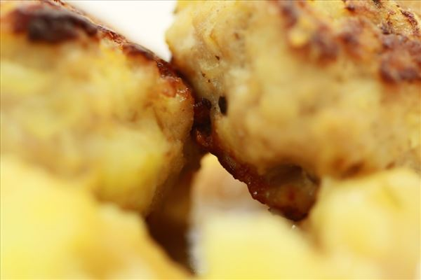 Svenske kødboller med sauce og kartofler