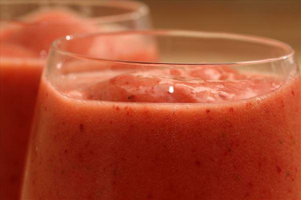 Jordbærsmootie med ananasjuice og banan