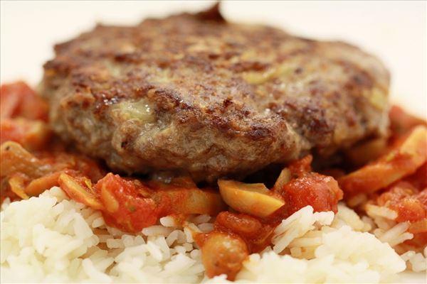 Pizzabøffer med ris og tomatsauce