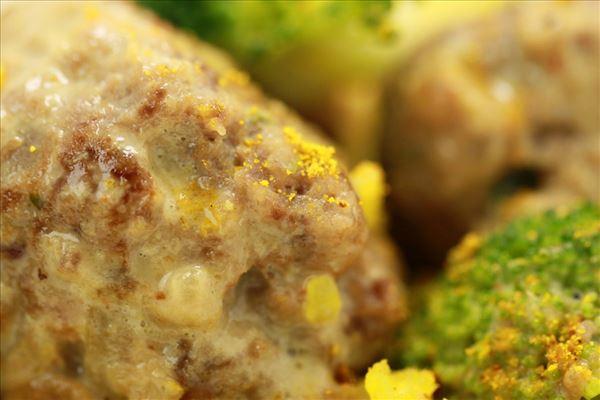 1001 nats kødboller med rispilaf og broccoli