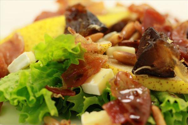 Salat med dadler og blå ost