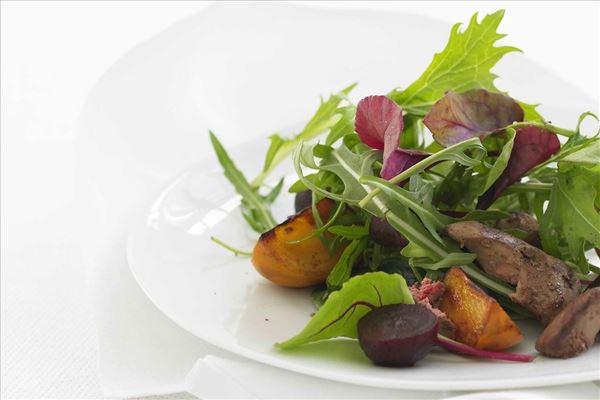 Salat med stegt kyllingelever