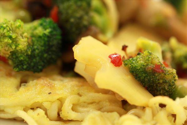 Nudelpandekager med friske grøntsager