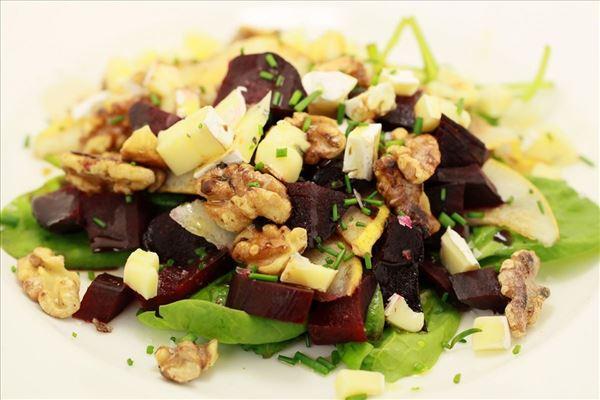 Salat med bagte rødbeder og blå ost