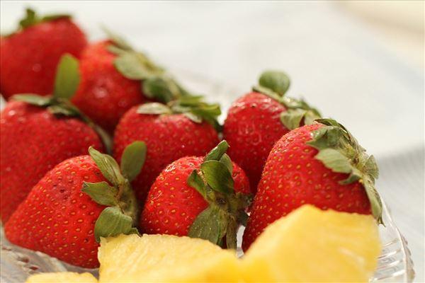 Chokoladefondue med bær