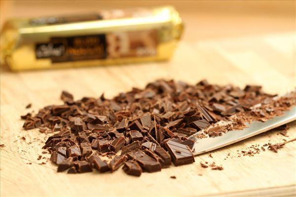 Islagkage med chokolade og nougat