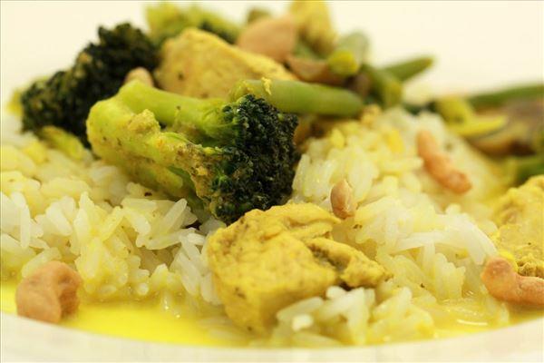 Kylling med grøn karrypasta og kokosmælk