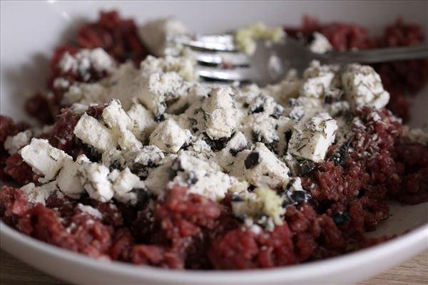 Græske bøffer med feta og oliven