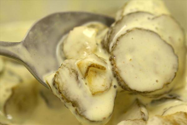 Kartoffel dressing med syltet agurk og sennep