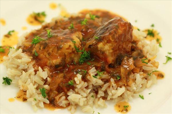 Kyllingeboller i tomat-spinat sauce med ris