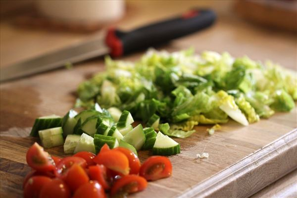 Lakselasagne med salat og flutes