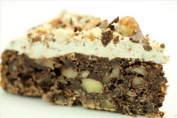Chokoladekage med nødder